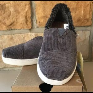 🆕 TOMS Classic Gray Corduroy / Faux Fur YOUTH 1.5